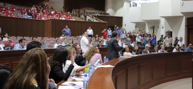 Exigen diputados solución al conflicto con maestros del SNTE 53