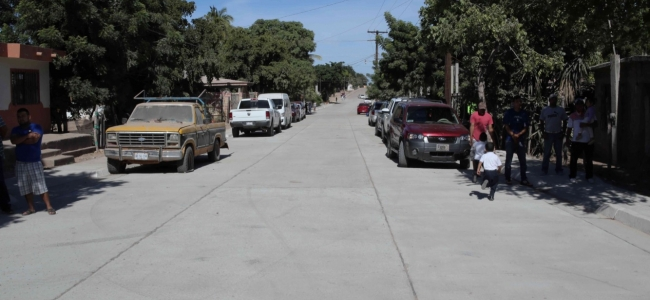 Entrega Álvaro Ruelas a vecinos de El Colorado pavimento de la Ave. México con inversión de más de 3 mdp.
