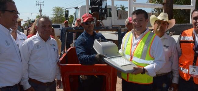 El PRI renuncia a 258 millones de pesos otorgados por el INE, que equivalen al 25% de los recursos anuales, en apoyo a la reconstrucción y a los damnificados por los sismos, y exige que su entrega sea inmediata, legal, transparente y apartidista