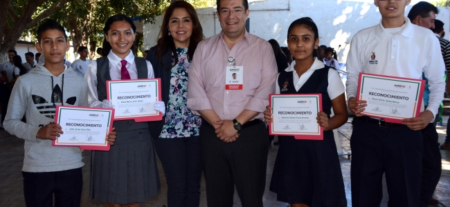 Encabeza Álvaro Ruelas Echave Lunes Cívico en Escuela Secundaria de San José de Ahome.