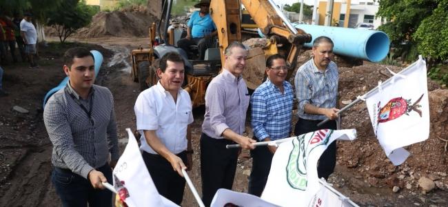 Ya son 50 calles las inauguradas en Guamúchil por Quirino