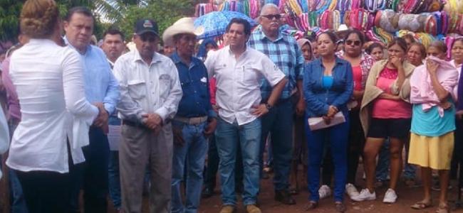 Se entregan apoyos alimentarios y colchonetas a familias damnificadas en localidades como Las Líneas, Cruz Pinta, El carricito y La Palma.