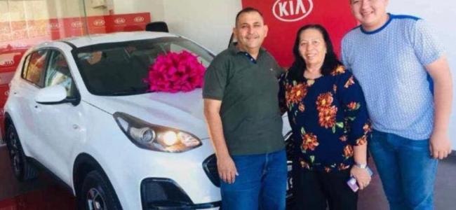 Diputada Inés López del Cuarto Distrito de Sinaloa presume camioneta nueva