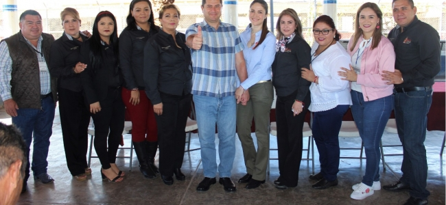 El Alcalde Billy Chapman y su esposa Mayeli Rangel visitan a Internos