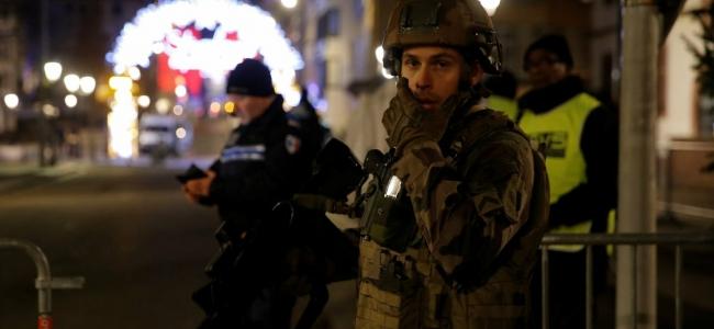 Tiroteo en Mercado Navideño deja 2 muertos y 11 heridos